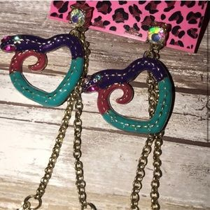 NWT Betsey Johnson feather earrings